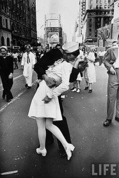 Vj_day_kiss